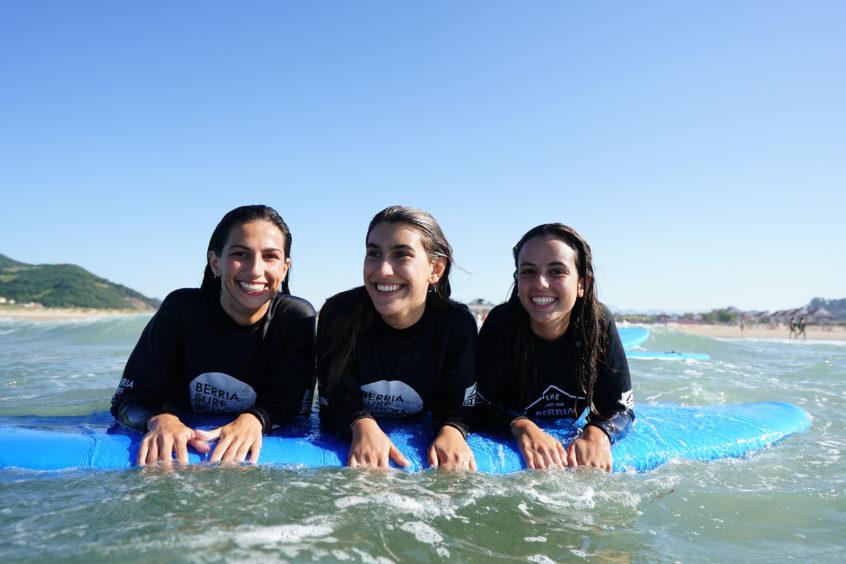 Los beneficios del surf para los menores de edad